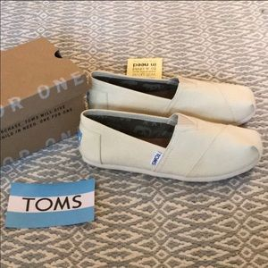 NWT Toms classic sneakers